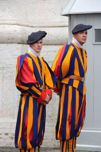 Swiss_guards_in_the_Vatican_City,_2010